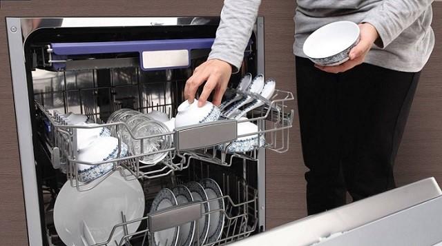 Liên hệ trung tâm baohanh24h khí khí máy rửa bát nhà bạn gạp sựu cố